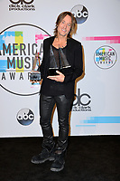 Keith Urban at the 2017 American Music Awards at the Microsoft Theatre LA Live, Los Angeles, USA 19 Nov. 2017<br /> Picture: Paul Smith/Featureflash/SilverHub 0208 004 5359 sales@silverhubmedia.com