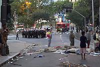 SÃO PAULO, SP, 07.07.2016 -REINTEGRAÇÃO- SP - Prédio localizado na Rua Dr. Bitencourt Rodrigues, região central de São Paulo, é desocupado nesta manhã de quinta-feira (7). Durante a madrugada, ocupantes do imóvel fizeram barricadas, mas não chegaram a atear fogo por intervenção do Corpo de Bombeiros. (Foto: Adailton Damasceno/Brazil Photo Press)