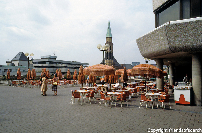 Frankfurt: Terrace between Domplatz and Romerberg. Photo '87.