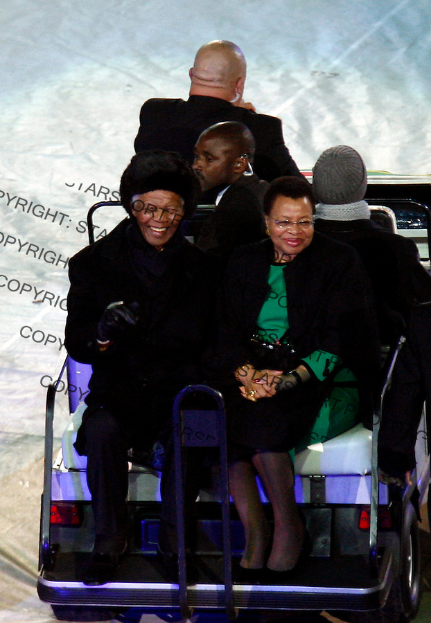 Former president of South Africa Nelson Mendela and his wife at the closing ceremony of the 2010 FIFA World Cup - Johannesburg, South Africa, Sunday, July, 11, 2010. Final match, Netherlands vs Spain, Soccer City Stadium (credit & photo: Pedja Milosavljevic / +381 64 1260 959 / thepedja@gmail.com / STARSPORT )