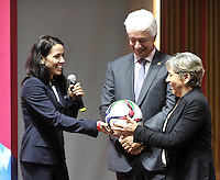 BOGOTA -  COLOMBIA - 02-03-2015: Mairilian Cruz (Izq.) Miembro de la FIFA, entrega un balón a los miembros de la la Federacion Colombiana de Futbol, durante presentacion del trofeo de la Copa Mundial Femenina de la FIFA 2015, como parte de la gira mundial del Trofeo del torneo. / Marilian Cruz (L) Member of the FIFA delivers a ball to members of the Colombian Football Federation during the trophy presentation Women's World Cup 2015 as part of the world tour Trophy tournament. / Photo: VizzorImage / Luis Ramirez / Staff.