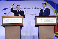 Roma, 4 Luglio 2014<br /> Si &egrave; tenuto a Villa Madama l'incontro tra il presidente del Consiglio dei Ministri, Matteo Renzi, e il presidente della Commissione Europea Jos&eacute; Manuel Dur&atilde;o Barroso. All&rsquo;incontro hanno partecipato i Ministri del Governo italiano e i Commissari europei.<br /> Nella foto Barroso e Renzi durante la conferenza stampa.<br /> It was held at Villa Madama, the meeting between the President of the Council of Ministers, Matteo Renzi, and the President of the European Commission Jos&eacute; Manuel Dur&atilde;o Barroso. The meeting was attended by the Ministers of the Italian government and the European Commissioners. <br /> Barroso and Renzi during the press conference.