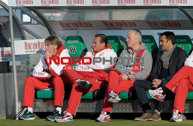 28.02.2015, HDI Arena, Hannover, GER, 1.FBL, Hannover 96 vs VfB Stuttgart, im Bild Huub Stevens (Trainer VfB Stuttgart, 2. von links), Robin Dutt (rechts)<br /> <br /> Foto &copy; nordphoto / Frisch