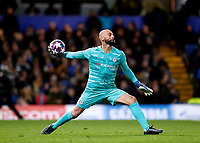 25th February 2020; Stamford Bridge, London, England; UEFA Champions League Football, Chelsea versus Bayern Munich; Goalkeeper Wilfredo Caballero of Chelsea throwing the ball back into play