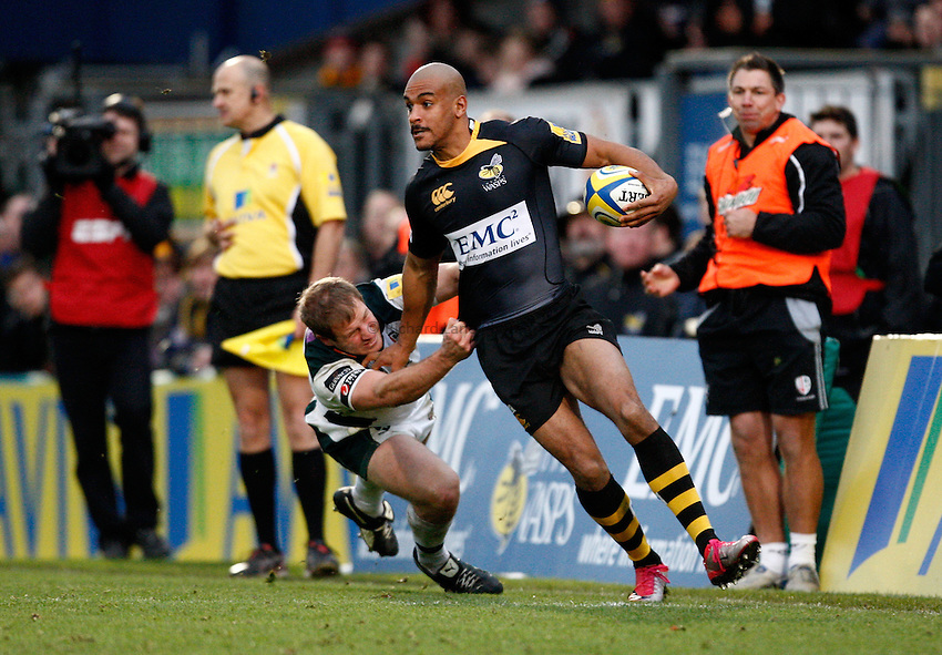 Photo: Richard Lane/Richard Lane Photography.London Wasps v London Irish. Aviva Premiership. 21/11/2010. Wasps' Tom Varndell attacks.
