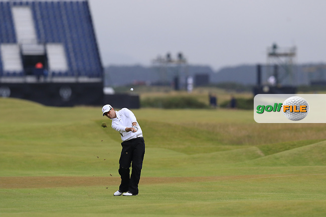 Zach JOHNSON (USA) chips into the 17th green during Monday's Final Round of the 144th Open Championship, St Andrews Old Course, St Andrews, Fife, Scotland. 20/07/2015.<br /> Picture Eoin Clarke, www.golffile.ie