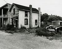 1970 August 03..Redevelopment.Huntersville 1 (R-70)..CAPTION..Millard Arnold.NEG# MDA70-94-13.NRHA#..