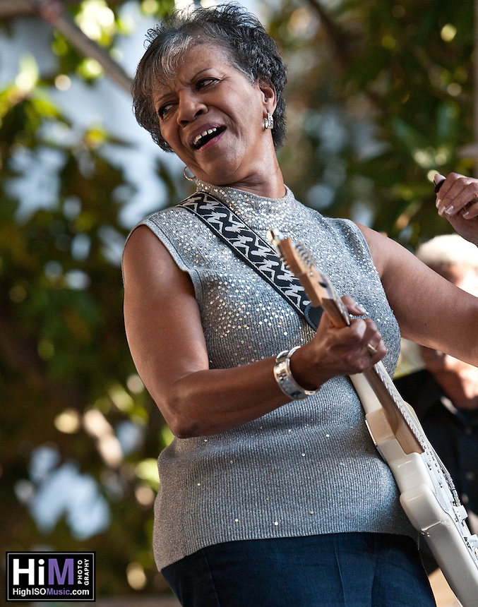 Barbara Lynn playing at the 2010 Blues and BBQ Festival in New Orleans.