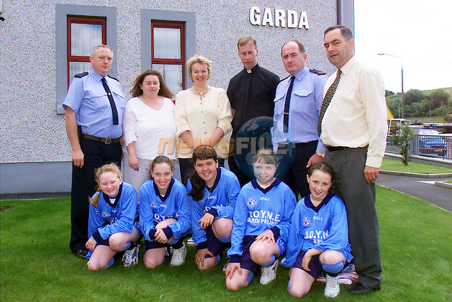 BR l to r Garda Tom Connolly, Marian Horan, B.O.Y.N.E. project co-ordinator,May Conneely,  teacher at Marymount, Fr David Bradley, Inspector Gerry O'Brien and Garda Pat Kelly, JLO..FR l to r Emma Donnelly, Stephanie Scanlon, Leanne McCabe, Lisa Murphy and Ciara Fitzpatrick, pupils from Marymount, pictured at Drogheda Garda station where they received their new jersey's sponsored by the B.O.Y.N.E. Garda Project..Picture: Arthur Carron/Newsfile