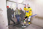 Stockholm 2014-12-19 Bandy Elitserien Hammarby IF - Broberg S&ouml;derhamn :  <br /> Broberg S&ouml;derhamns Rolf Larsson med Broberg S&ouml;derhamns supportrar efter matchen mellan Hammarby IF och Broberg S&ouml;derhamn <br /> (Foto: Kenta J&ouml;nsson) Nyckelord:  Elitserien Bandy Zinkensdamms IP Zinkensdamm Zinken Hammarby Bajen HIF Broberg S&ouml;derhamn glad gl&auml;dje lycka leende ler le supporter fans publik supporters