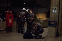 SÃO PAULO,SP, 17.03.2017 - CRIME-SP - Um homem foi detido em flagrante por um policial a paisana após tentativa frustrada de assalto a uma mulher que estava em um carro ao lado do Terminal Jabaquara na região sul de São Paulo, na noite desta sexta-feira,17. Conforme informações preliminares houve troca de tiros. (Foto: Danilo Fernandes/Brazil Photo Press)