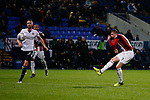 John Lundstram of Sheffield Utd hits the cross bar late in the game during the Championship match at the Macron Stadium, Bolton. Picture date 12th September 2017. Picture credit should read: Simon Bellis/Sportimage