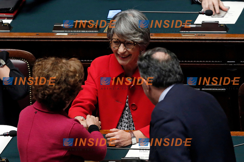 Congratulazioni ad Anna Fincchiaro<br /> Roma 13-12-2016.      Camera Voto di Fiducia al nuovo Governo<br /> Rome December 13th 2016. Chamber of Deputies. Trust vote to the new Government<br /> Foto Samantha Zucchi Insidefoto