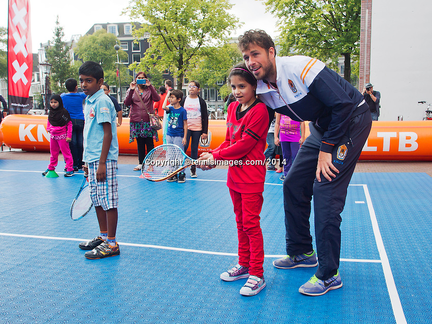 September 11, 2014, Netherlands, Amsterdam, Ziggo Dome, Davis Cup Netherlands-Croatia, Draw , Streettennis with Robin Haase<br /> Photo: Tennisimages/Henk Koster