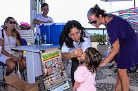 RIO DE JANEIRO, RJ, 08 DE JUNHO DE 2013 -CAMPANHA DE VACINAÇÃO CONTRA A PARALISIA INFANTIL-RJ- Movimentação de vacinação na campanha contra a paralisia infantil, em posto montado no Leblon, zona sul doRio de Janeiro.FOTO:MARCELO FONSECA/BRAZIL PHOTO PRESS