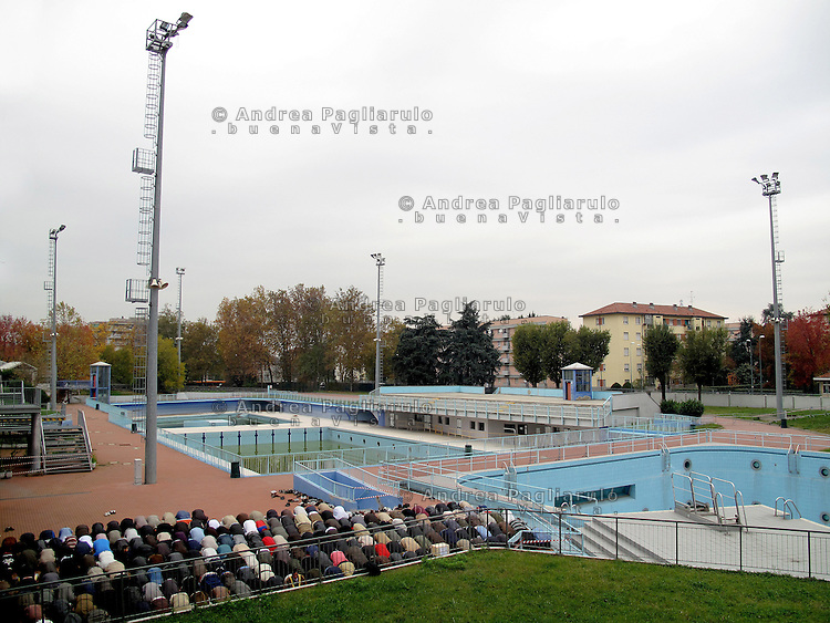 Milano, preghiera del Venerdi' alla piscina Scarioni.<br />