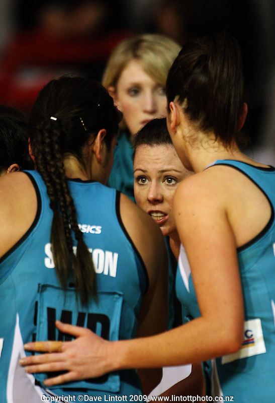 Thunderbirds captain Natalie Von Bertouch talks to her team during an injury break during the ANZ Netball Championship match between the Waikato Bay of Plenty Magic and Adelaide Thunderbirds, Mystery Creek Events Centre, Hamilton, New Zealand on Sunday 19 July 2009. Photo: Dave Lintott / lintottphoto.co.nz