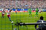 12.05.2018,  GER; 1.FBL Hamburger SV vs Borussia Moenchengladbach, im Bild Aaron Hunt (Hamburg #14) schiesst das Tor zum 1-0 fuer Hamburg per Elfmeter vorbei an Torhueter Yann Sommer (Gladbach #01) Foto © nordphoto / Witke *** Local Caption ***