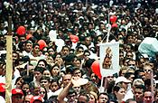 C&iacute;rio de Nossa Senhora de Nazar&eacute;. A prociss&atilde;o com cerca de  um milh&atilde;o e meio de pessoas &eacute; considerada uma das maiores prociss&otilde;es religiosas do planeta.<br />Bel&eacute;m, Par&aacute;, Brasil-  14/10/2001<br />&copy;Foto: Paulo Santos/Interfoto