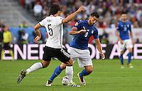 FUSSBALL EURO 2016 VIERTELFINALE IN BORDEAUX Deutschland - Italien      02.07.2016 Mats Hummels (li, Deutschland) gegen Graziano Pelle (re, Italien)
