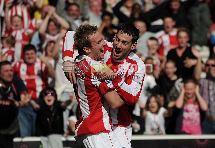 PICTURE BY JEREMY RATA/SWPIX.COM. Barclays Premier league 2008/9 - Stoke City v Blackburn Rovers- Brittania Stadium, Stoke, England. 18th April 2009. Stoke's Liam Lawrence celebrates with Rory Delap after scoring the opening goal..Copyright - Simon Wilkinson - 07811267706