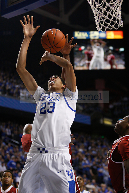 UK forward Anthony Davis shoots the ball during the first half of the UK Men's basketball game against Alabama on 1/21/12 in Lexington, Ky. Photo by Quianna Lige | Staff