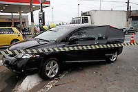 SÃO PAULO,SP,14 MAIO 2012 TIROS CARRO ZONA LESTE <br /> Um homem ficou ferido após seu carro ser atingido por diversos tiros na avenida Sapopemba, no bairro do Sapopemba, na zona leste de São Paulo, na manhã  desta segunda-feira (14). ALE VIANNA - BRAZIL PHOTO PRESS