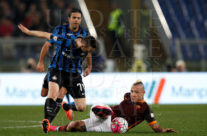 Calcio, Serie A: Roma vs Inter. Roma, stadio Olimpico, 19 marzo 2016.<br /> Roma's Radja Nainggolan, right, is challenged by FC Inter's Marcelo Brozovic, during the Italian Serie A football match between Roma and FC Inter at Rome's Olympic stadium, 19 March 2016. The game ended 1-1.<br /> UPDATE IMAGES PRESS/Riccardo De Luca