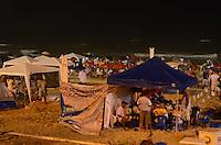 RIO DE JANEIRO, 01 DE JANEIRO DE 2012 - REVEILLON BARRA DA TIJUCA<br /> Movimenta&ccedil;&atilde;o nas areias da Barra da Tijuca durante o Reveillon. (FOTO: ALEXANDRE MOREIRA / NEWS FREE)