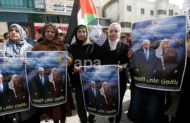 Palestinian supporters of President Mahmoud Abbas hold his photos during a protest in solidarity with Abbas in the West Bank city of Hebron, 24 February 2019. Photo by Wisam Hashlamoun