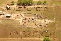 """Fórum Social Mundial 2009.<br /> Mais de mil participantes do VIII Fórum Social Mundial formaram uma faixa humana chamando à atenção para o perigo que corre a Floresta Amazônica. Os manifestantes usaram seus corpos para escrever a mensagem """"Salve a Amazônia e SOS Amazônia"""" <br /> No dia da abertura do Fórum Social Mundial 2009.<br /> Foto Paulo Santos<br /> Belém, Pará, Brasil.<br /> 27/01/2009"""