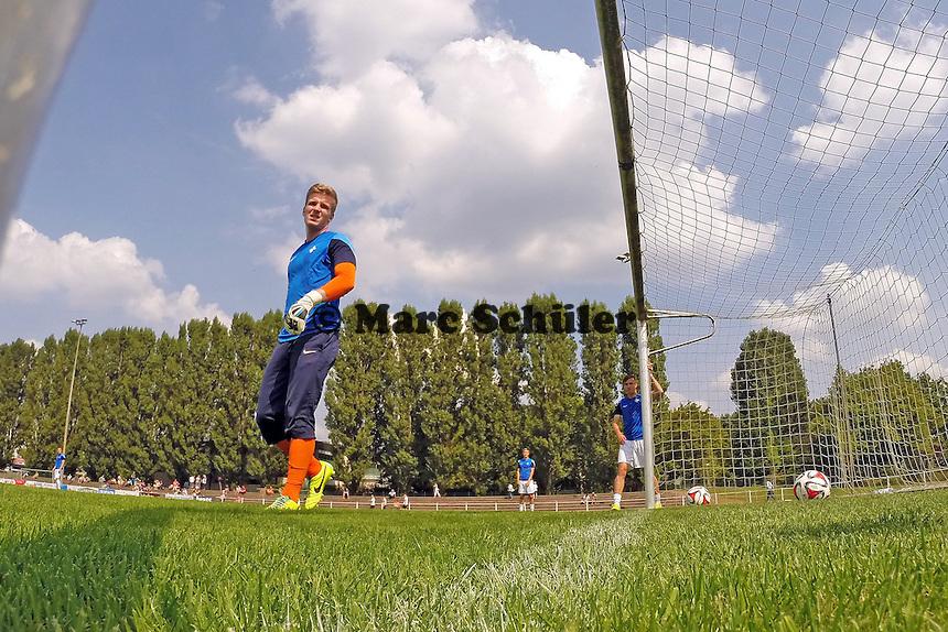 Marius Sauss (SV 98) macht sich warm