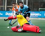 WASSENAAR - Hoofdklasse hockey heren, HGC-Bloemendaal (0-5). Yannick van der Drift (Bldaal) , Willem Rath (HGC) en  keeper Sam van der Ven (HGC)   COPYRIGHT KOEN SUYK