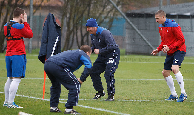 Ally McCoist takes on Gorin Doian on the sprints. Adam Owen checks their feet and John Fleck can't look