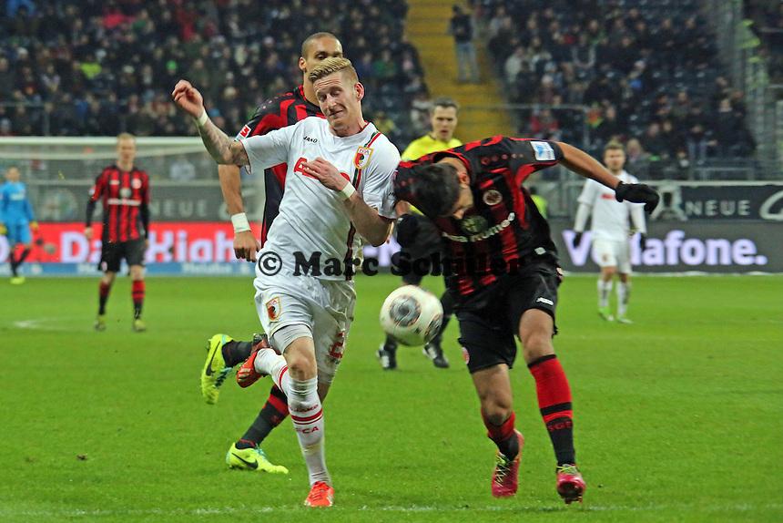 Carlos Zambrano (Eintracht) gegen Andre Hahn (Augsburg) - Eintracht Frankfurt vs. FC Augsburg