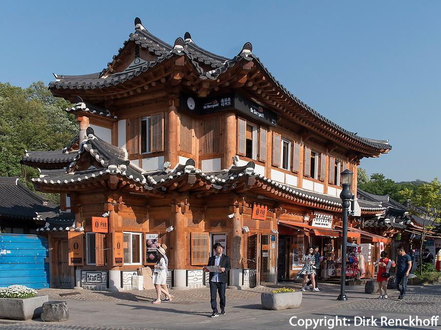 Traditionelles Viertel Hanok Maeul in Jeonju, Provinz Jeollabuk-do, S&uuml;dkorea, Asien<br /> tradiional quarters Hanok Maeul in Jeonju, province Jeollabuk-do, South Korea, Asia
