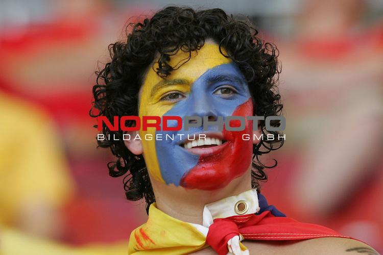 FIFA WM 2006 -  Round of Sixteen - / Achtelfinale<br /> Play    #51 (25-Jun) - England vs Ecuador 1:0<br /> <br /> Fan von Ecuador mit Gesichtsbemalung in den Landesfarben.<br /> <br /> Foto &copy; nordphoto