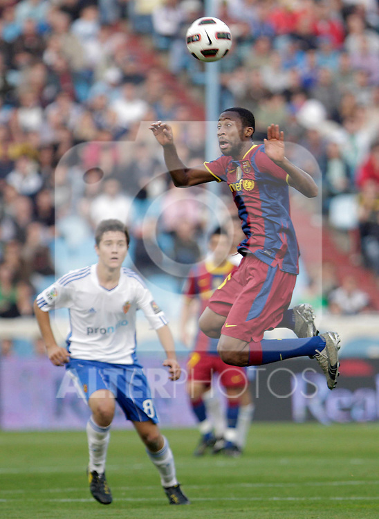 FC Barcelona's Eric Abidal (l) and Real Zaragoza's Ander Herrera during La Liga match.October 23,2010. (ALTERPHOTOS/Acero)
