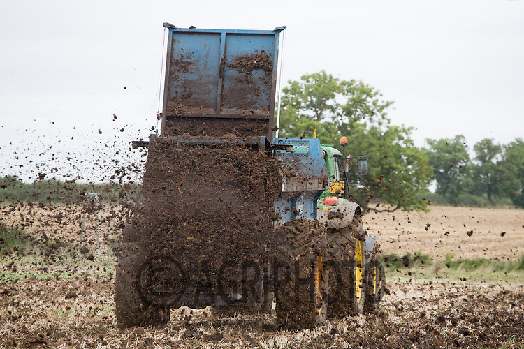 Contractors spreading farm yard manure <br /> Picture Tim Scrivener 07850 303986<br /> &hellip;.covering agriculture in the UK&hellip;.