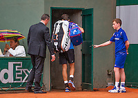 Paris, France, 22 june, 2016, Tennis, Roland Garros, Robin Haase (NED) leaves the court for a rain delay in his first match<br /> Photo: Henk Koster/tennisimages.com