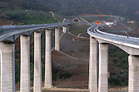 UN tratto dell'autostrada A 20 Palermo Messina inaugurato dal Presidente del Consiglio Silvio Berlusconi il 21 dicembre 2004.