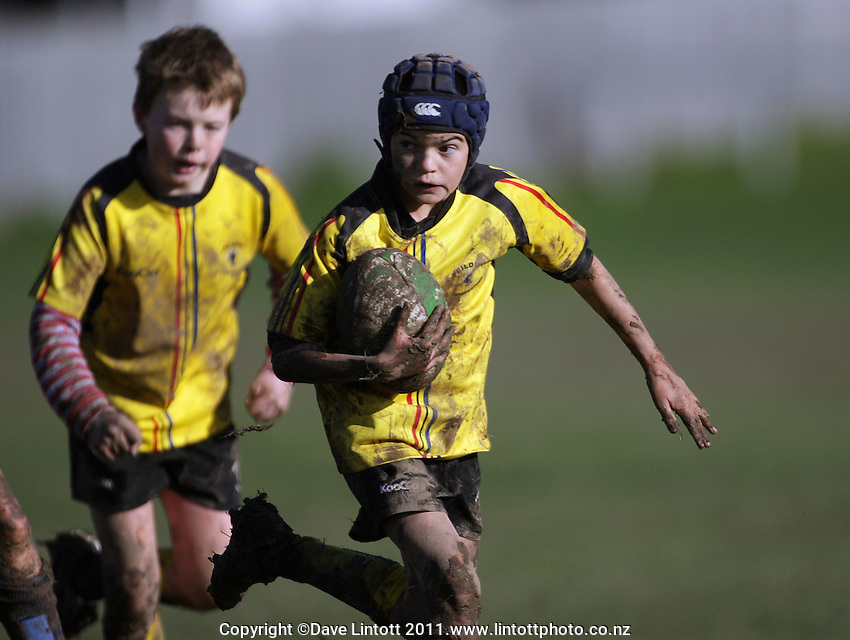 Manawatu Kids Rugby- Feilding Yellows v Kia Toa under-10s at Victoria Park, Feilding, New Zealand on Saturday, 25 June 2011. Photo: Dave Lintott / lintottphoto.co.nz