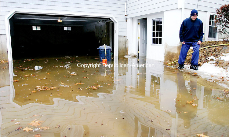 MIDDLEBURY, CT. 02 March 2007--030207SV01--Jim Gerace of Middlebury checks a pump in his drive way that was pumping some of the 4 feet of water that flooded his home in Middlebury Friday.<br /> Steven Valenti Republican-American