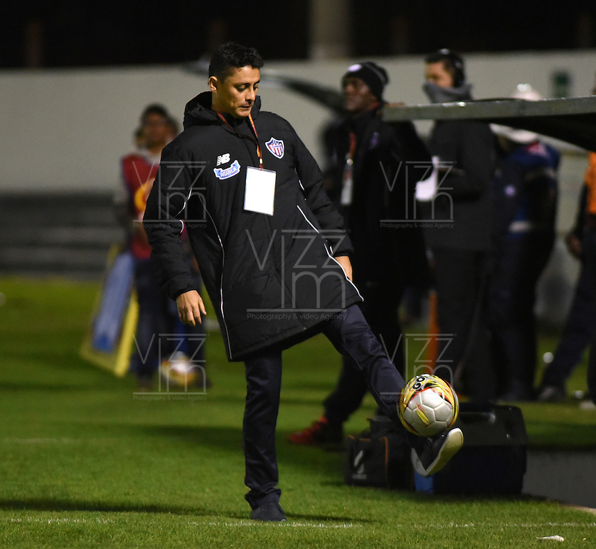 TUNJA-COLOMBIA, 25-09-2016. Giovanni Hernández director técnico  del Junior  durante encuentro  por la fecha 14 de la Li ga Aguila II 2016 disputado en el estadio La Independencia./ Govanni Hernández coach  of Junior  during match against Boyaca Chico for the date 14 of the Aguila League II 2016 played at La Independencia stadium . Photo:VizzorImage / César Melgarejo / Contribuidor