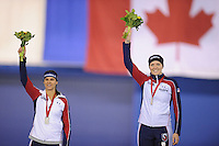 SPEEDSKATING: CALGARY: 14-11-2015, Olympic Oval, ISU World Cup, Podium 1000m Ladies, Brittany Bowe (USA), winner Heather Richardson (USA), ©foto Martin de Jong