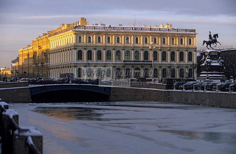 Europe-Asie/Russie/Saint-Petersbourg: Place Saint-Isace et les bords de la Moïka