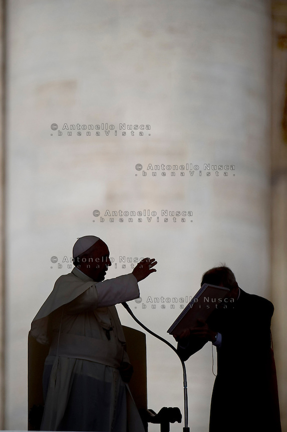 Papa Francesco durante l'udienza generale in Piazza San Pietro. Pope Francis attends his weekly audience in St. Peter's Square.