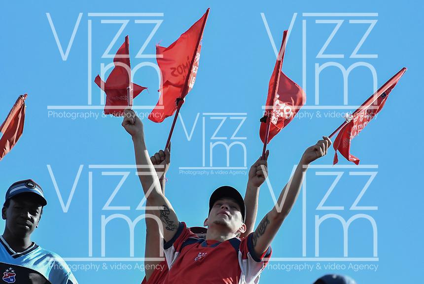 MEDELLÍN - COLOMBIA, 16-12-2018: Hinchas del Medellín animan a su equipo previo al partido de vuelta Final entre Deportivo Independiente Medellín y Atlético Junior como parte de la Liga Águila II 2018 jugado en el estadio Atanasio Girardot de la ciudad de Medellín. / Fans of Medellin cheer for their team prior Final second leg match between Deportivo Independiente Medellin and Atletico Junior as a part Aguila League II 2018 at Atanasio Girardot stadium in Medellin city. Photo: VizzorImage / Gabriel Aponte / Staff