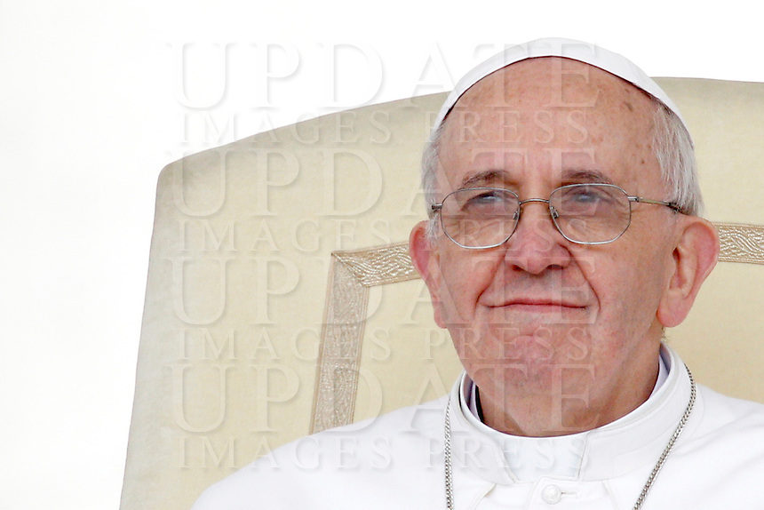 Papa Francesco durante l'udienza generale del mercoledi' in Piazza San Pietro, Citta' del Vaticano, 3 aprile 2013..Pope Francis looks on during his weekly general audience in St. Peter's square at the Vatican, 3 April 2013..UPDATE IMAGES PRESS/Riccardo De Luca..STRICTLY ONLY FOR EDITORIAL USE