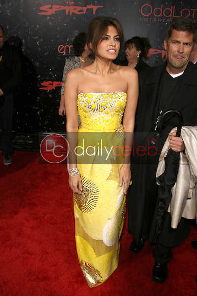 Eva Mendes <br /> at the Los Angeles Premiere of 'The Spirit'. Grauman's Chinese Theatre, Hollywood, CA. 12-17-08<br /> Dave Edwards/DailyCeleb.com 818-249-4998